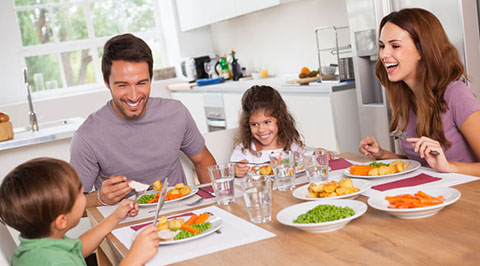 5 реалістичних способів отримати максимум від сімейного обіду чи вечері